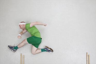 Man jumping over hurdle - BAEF000669