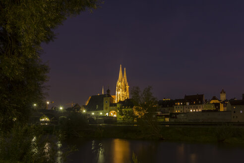 Germany, Bavaria, Regensburg, Saint Peter's Cathedral and stone bridge at night - SJF000079