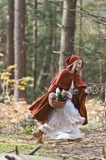Girl masquerade as Red Riding Hood riunning in the wood - CLPF000036