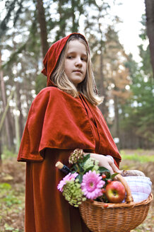 Portrait of girl masquerade as Red Riding Hood - CLPF000044