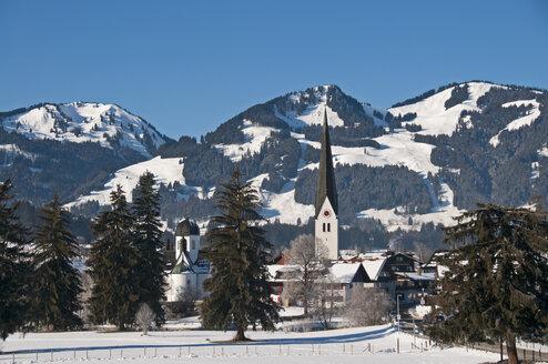 Germany, Allgaeu, Fischen with Hornergruppe mountains in background - WGF000147