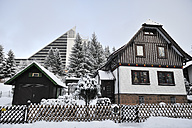 Germany, Thurinigia, Oberhof, House and hotel in winter - BR000001