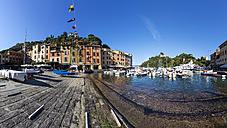 Italy, Liguria, Portofino, View of harbour - AMF001491