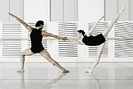 Germany, Leipzig, Ballet dancers rehearsing - CvK000024