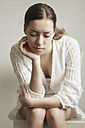 Portrait of thoughtful young woman - CvK000014