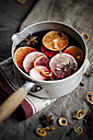 Casserole with mulled wine, slices of lemons and oranges and spices - SBDF000380