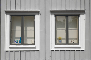 Sweden, Ronneby, two windows of typical wooden detached house - VI000211
