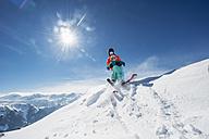 Austria, Salzburg Country, Altenmarkt-Zauchensee, Family skiing in mountains - HHF004652