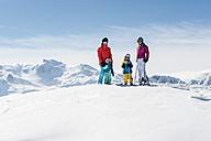 Austria, Salzburg Country, Altenmarkt-Zauchensee, Family skiing in mountains - HHF004648