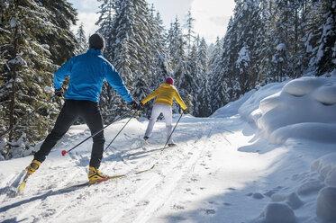 Austria, Salzburg Country, Altenmarkt-Zauchensee, Young couple cross-country skiing - HHF004655