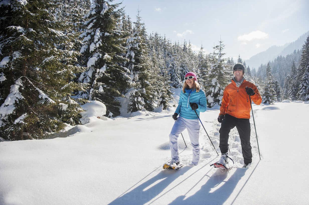 Austria, Salzburg State, Altenmarkt-Zauchensee, Couple snowshoeing in winter landscape - HHF004681 - Hans Huber/Westend61