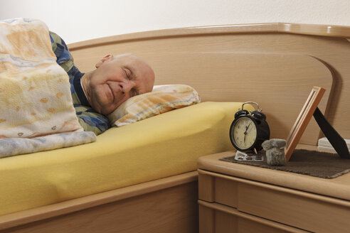 Old man sleeping - LAF000387