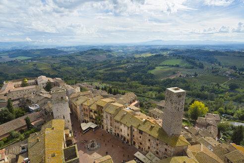 Italy, Tuscany, San Gimignano, view to city from above - HSI000329