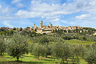 Italy, Tuscany, San Gimignano, view to city - HSIF000331