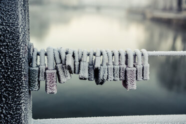 Germany, Bavaria, Landshut, frozen love locks - SARF000179