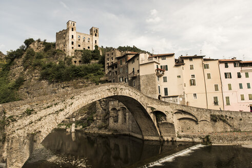 Italy, Liguria, Dolceaqua, Castle Castello dei doria and bridge - KAF000088