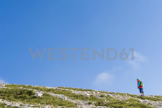 Italy, Province of Belluno, Veneto, Auronzo di Cadore, Tre Cime di Lavaredo, little boy on mountaintop - MJF000464