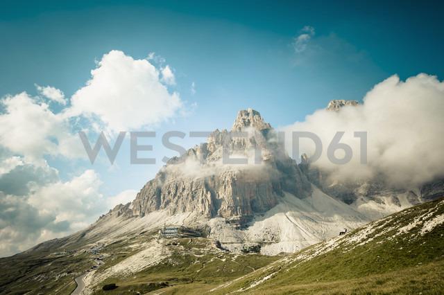 Italy, Province of Belluno, Veneto, Auronzo di Cadore, clouds at Tre Cime di Lavaredo - MJF000466 - Jana Mänz/Westend61