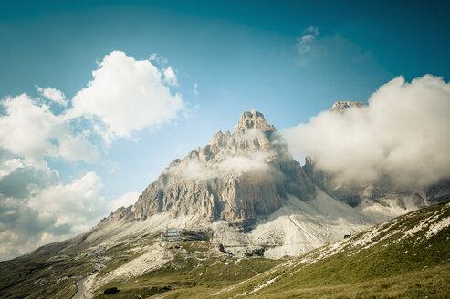 Italy, Province of Belluno, Veneto, Auronzo di Cadore, clouds at Tre Cime di Lavaredo - MJF000466