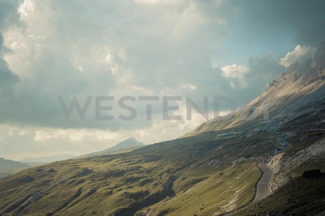 Italy, Province of Belluno, Veneto, Auronzo di Cadore, mountain road near Tre Cime di Lavaredo - MJF000471 - Jana Mänz/Westend61