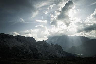 Italy, Province of Belluno, Veneto, Auronzo di Cadore, Tre Cime di Lavaredo, cloudscapes - MJ000489