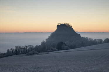 Germany, Baden-Wuerttemberg, Konstanz district, Hegau with Hohenkraehen in the morning, wafts of mist - EL000753