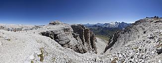 Italy, Trentino, Belluno, Mountainscape at Pordoi Pass - WW003049