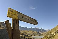 Spain, Aragon, Central Pyrenees, Embalse de Escarra, sign