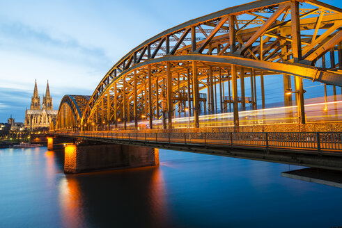 Germany, North Rhine-Westphalia, Cologne, view to Cologne Cathedral and Hohenzollern Bridge at evening twilight - WGF000217
