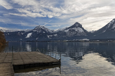 Austria, Salzburg State, Salzkammergut, bathing jetty, St. Wolfgang at Lake Wolfgangsee - GFF000351
