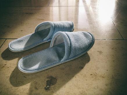 Slippers on marble floor - DSCF000137