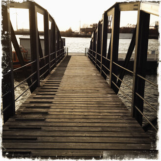 Bridge to the landing jetty at Neuhof Koehlbrand, river Elbe in Hamburg, Germany, Hamburg - SEF000319