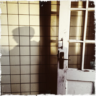 Entrance to the old Elbe Tunnel, shadow on a wall tiles, Germany, Hamburg - SEF000342