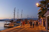 Turkey, Fethiye, Waterfront promenade at dusk - SIE004930