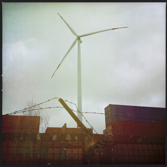 Wind engine and freight containers in the harbor of Hamburg, Germany - SEF000373