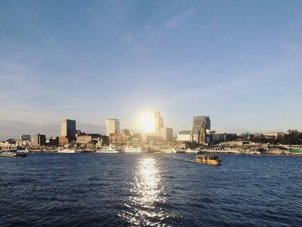 View on the skyline of Hamburg on the river Elbe, Hamburg, Germany - SE000354