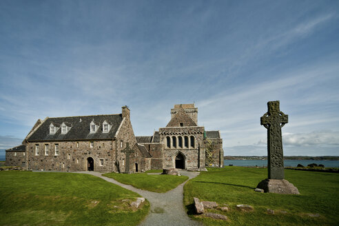 UK, Scotland, Inner Hebrides, Iona, view to Iona abbey - PA000208