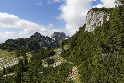 Germany, Bavaria, Upper Bavaria, Bavarian Prealps, Isarwinkel, trail at Latschenkopf with Achselkoepfe and Benediktenwand, hiker - SIEF004933