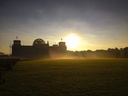 Sunrise and fog at Reichstag, Berlin, Germany - FBF000128