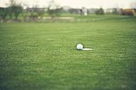 Germany, Duesseldorf, golf ball - MF000737