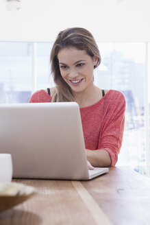 Woman using laptop at home - RBF001512