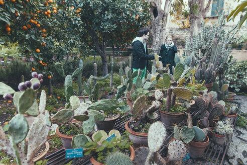 Italy, Sicily, Palermo, Couple in botanical garden - MF000752