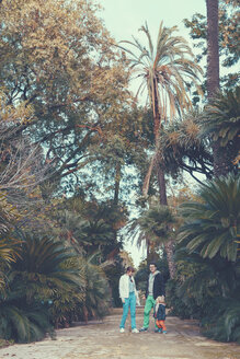 Italy, Sicily, Palermo, Couple with child  in botanical garden - MF000753