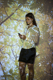 Young woman in nature  projection using smart phone - BGF000083