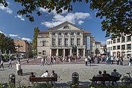 Germany, Thuringia, Weimar, Theaterplatz, View of German National Theatre and Goethe-Schiller Monument - HWO000087