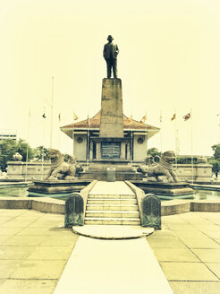 Statue of Don Stephen Senanayake, the first Prime Minister of the country, Colombo, Sri Lanka - DR000384