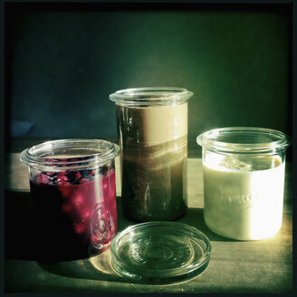 Different deserts in preserving jars, Hamburg, Germany - SE000422