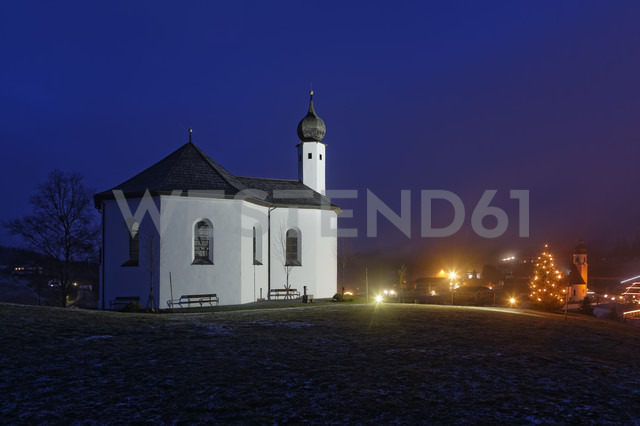 Austria, Tyrol, Achenkirch, view to Church of St. Ann and lighted christmas tree by night - GFF000402
