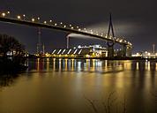 Germany, Hamburg, Koehlbrandbruecke over Koehlebrand at night - TIF000004