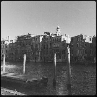 Canale Grande, Chiesa dei Santi Apostoli in background, Venice Italy - GSF000701